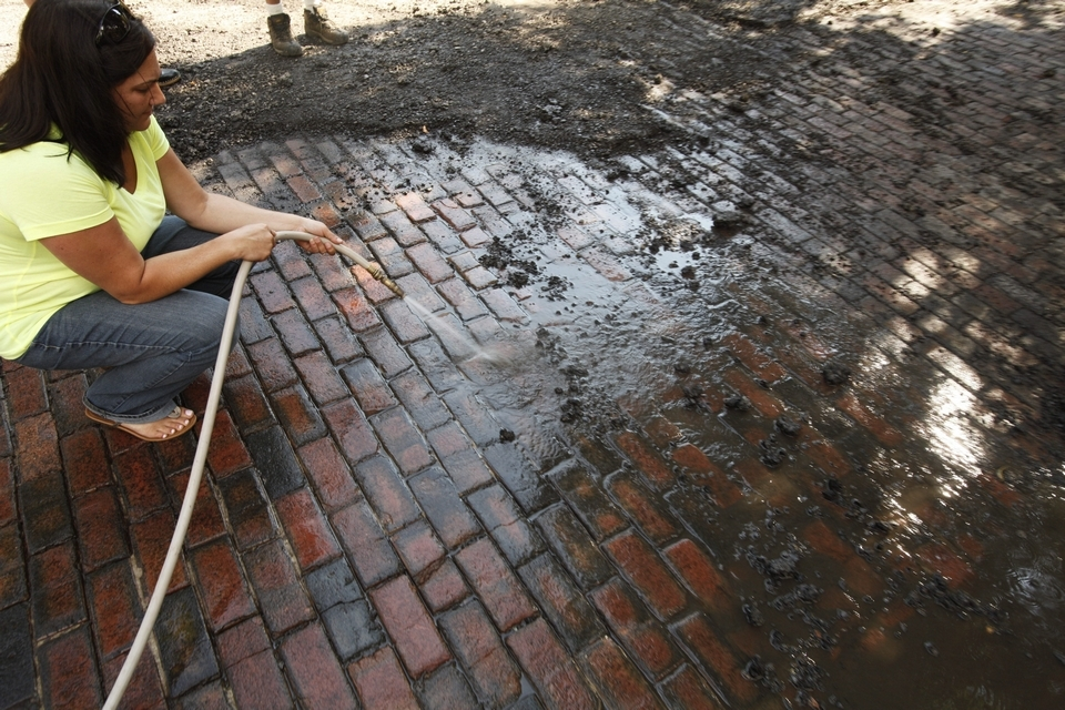 How to clean brick pavers | wash with water