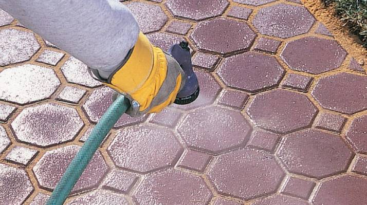 How to clean brick pavers | mist the sand on pavers